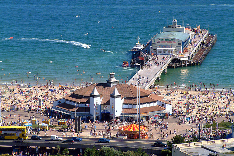 Bournemouth_Pier_from_gardens.jpg