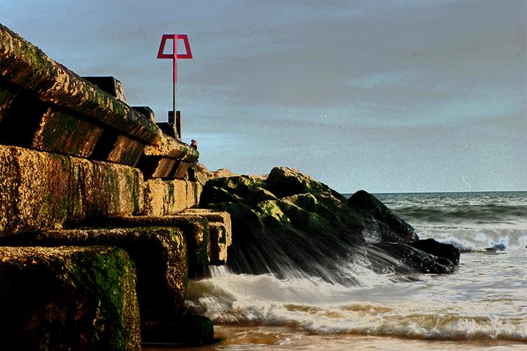 Bournemouth_stone_groyne_solar.jpg