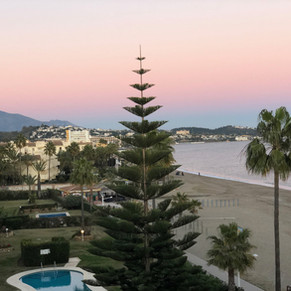 Sunrise ceremony and Champagne brunch: Getting married in Mijas