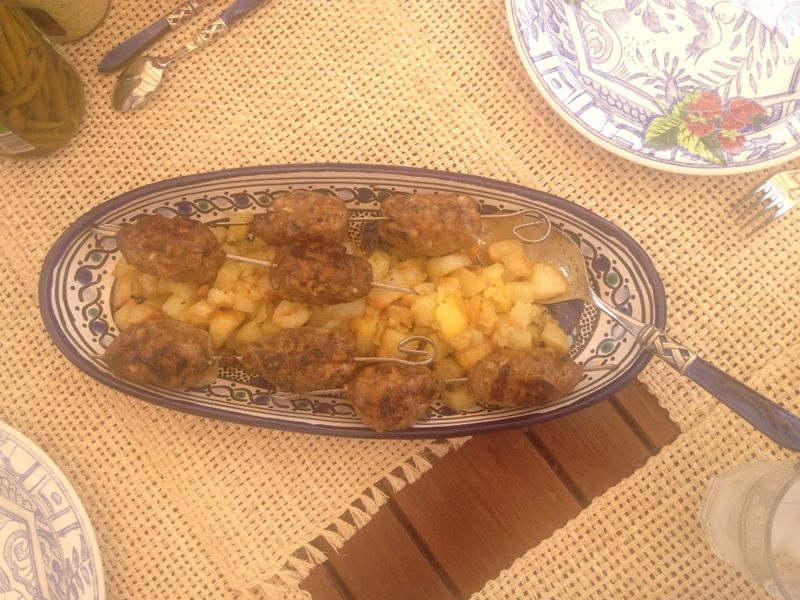 Minced meat kebab, rosemary potatoes