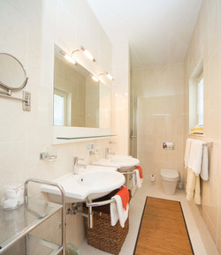 Double Sink Guestroom Bathroom