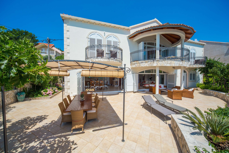 Villa Almadria front terrace