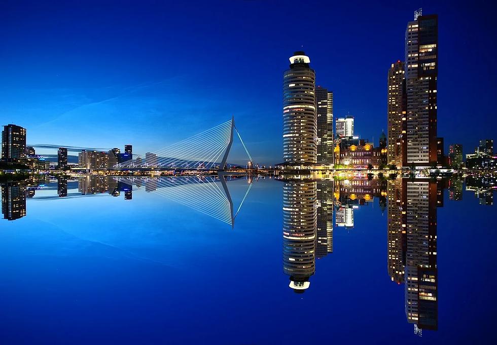 skyscrapers-1598418_1280.webp