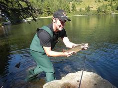 Fischen am Gebirgssee, Forellen fischen mit anschließender Grillerei bei köstlichen, frischen Steckerlfischen