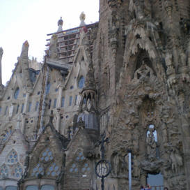 Sagra Familia outside another view 2011.