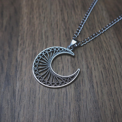 somnium moon necklace