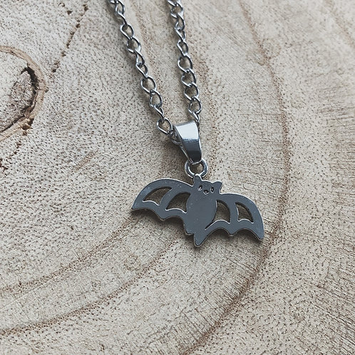 spoopy bat necklace