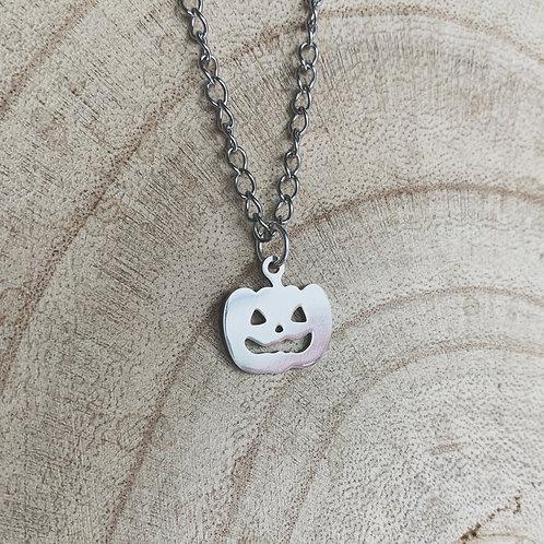 hallow queen pumpkin necklace