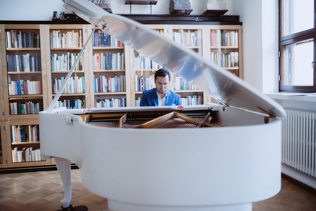 Pianisti juliin ja tapahtumiin Mindaugas Neverovas