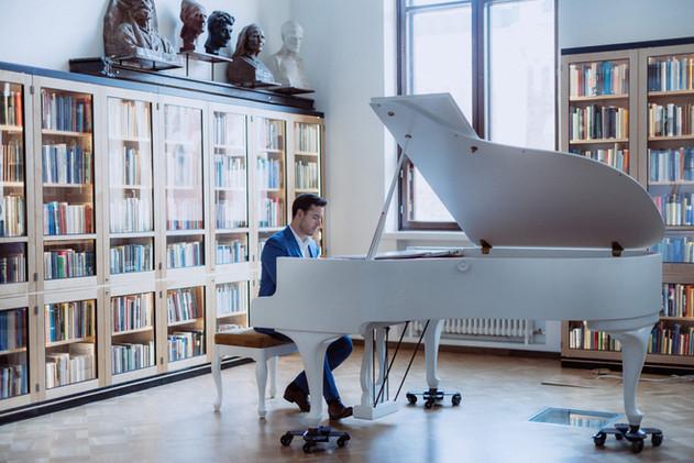 Klassinen pianisti Mindaugas Neverovas