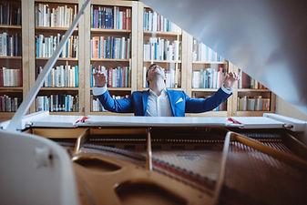 Pianisti soittaa classinen musiikki