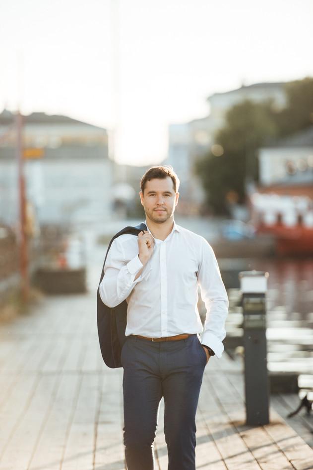 Mindaugas, solo pianist on the streets of Helsinki Mindaugas Neverovas