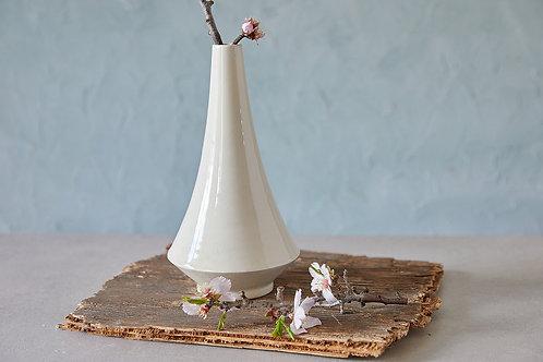 בקבוק או ואזה מקרמיקה בעבודת יד, ואזה לבנה לפרח, בקבוק אלגנטי