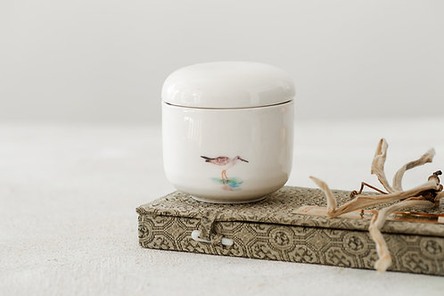 קופסא מקרמיקה עם איור של ביצנית