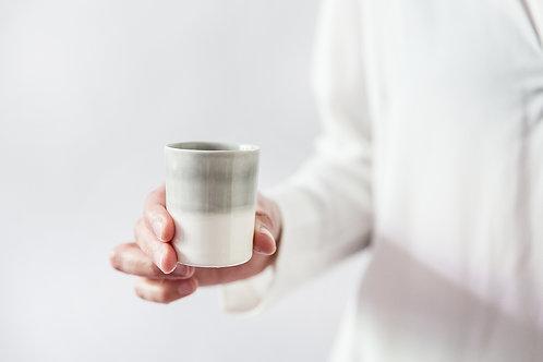 כוס אספרסו אפורה לבנה