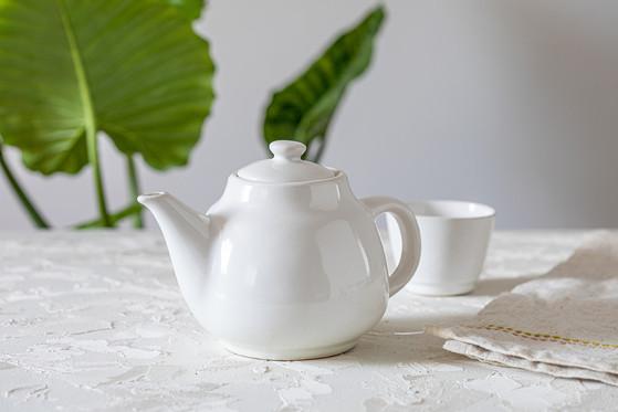 קומקום קרמיקה לבן, קומקום תה קלאסי, קומקום מינימליסטי, קומקום בעבודת יד