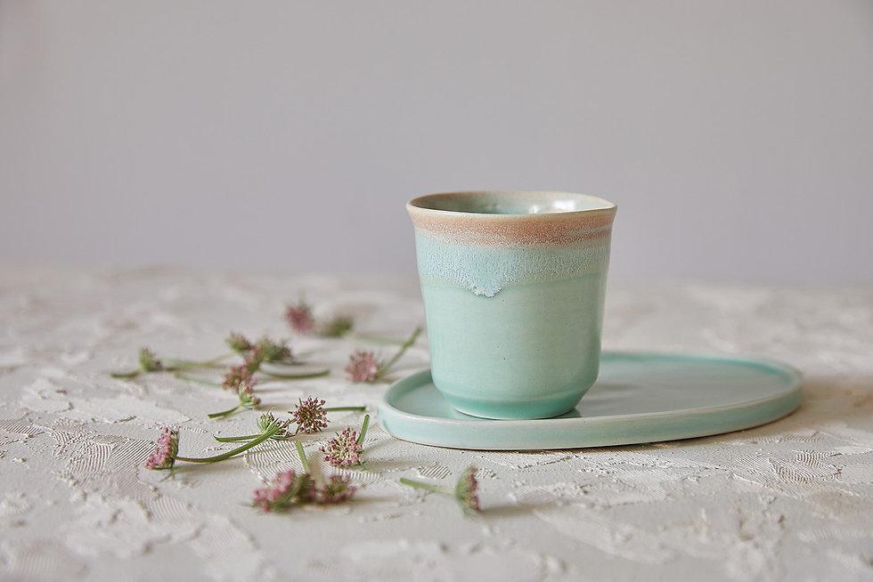 כוס אלגנטית לאספרסו ותה צלוחית/תחתית לספל ועוגיה, כוס ותחתית מקרמיקה בעבודת יד, כוס קרמיקה לקפה או תה, צלוחית לעוגיה, קרמיקה טורקיז