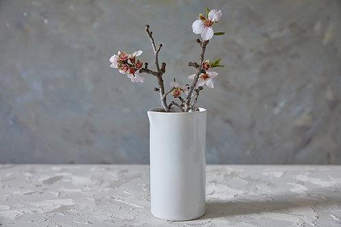 ואזה מקרמיקה לבנה, קנקן לשתיה קרה או חמה, כלי לפרחים בעבודת יד