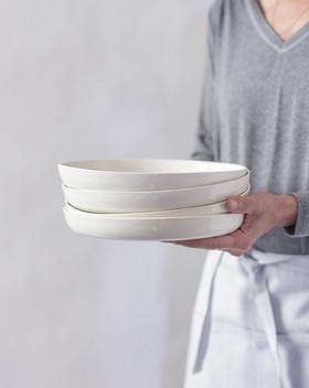 צלחות קרמיקה בעבודת יד, צלחות למנה ראשונה, קינוח ולמנה עיקרית, כלים שימושיים, כלים יומיומיים, סטים של צלחות הגשה