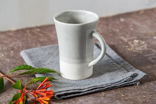 מאג אפור לבן, מאג קרמיקה, ספל קרמיקה, עיצוב מודרני , ספל נס קפה, ספל תה, ספל תה צמחים