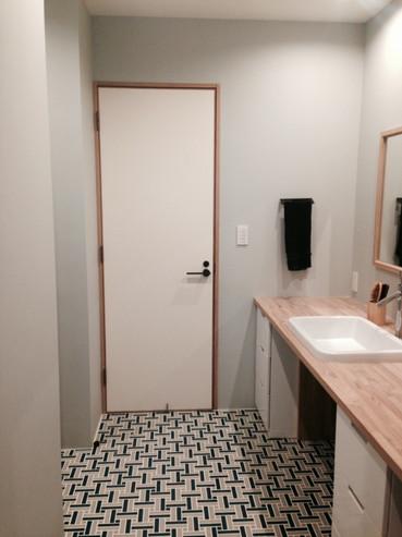 restroom02.jpg