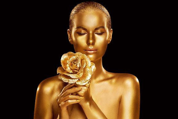 Gouden dame met gouden roos