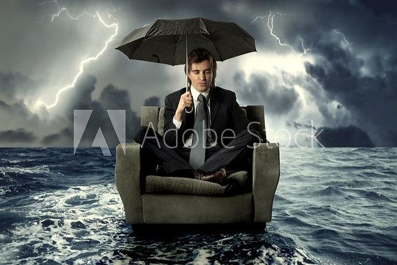 Fantasie man in zetel op zee