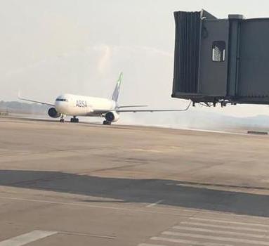 Boeing é batizado para nova rota em Minas Gerais.