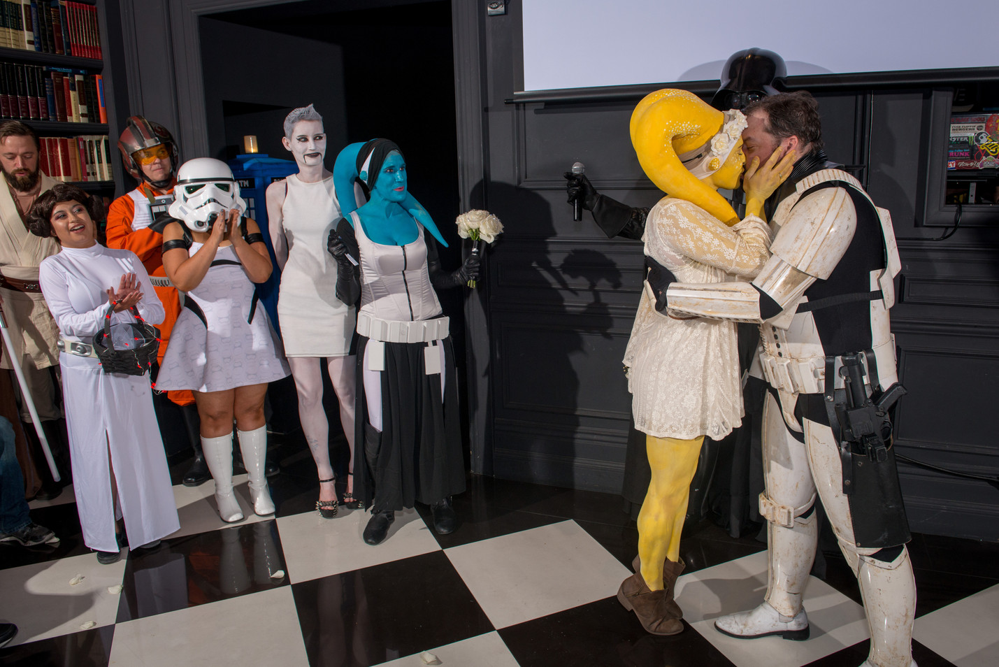 Star Wars themed wedding - Husband kisses the bride