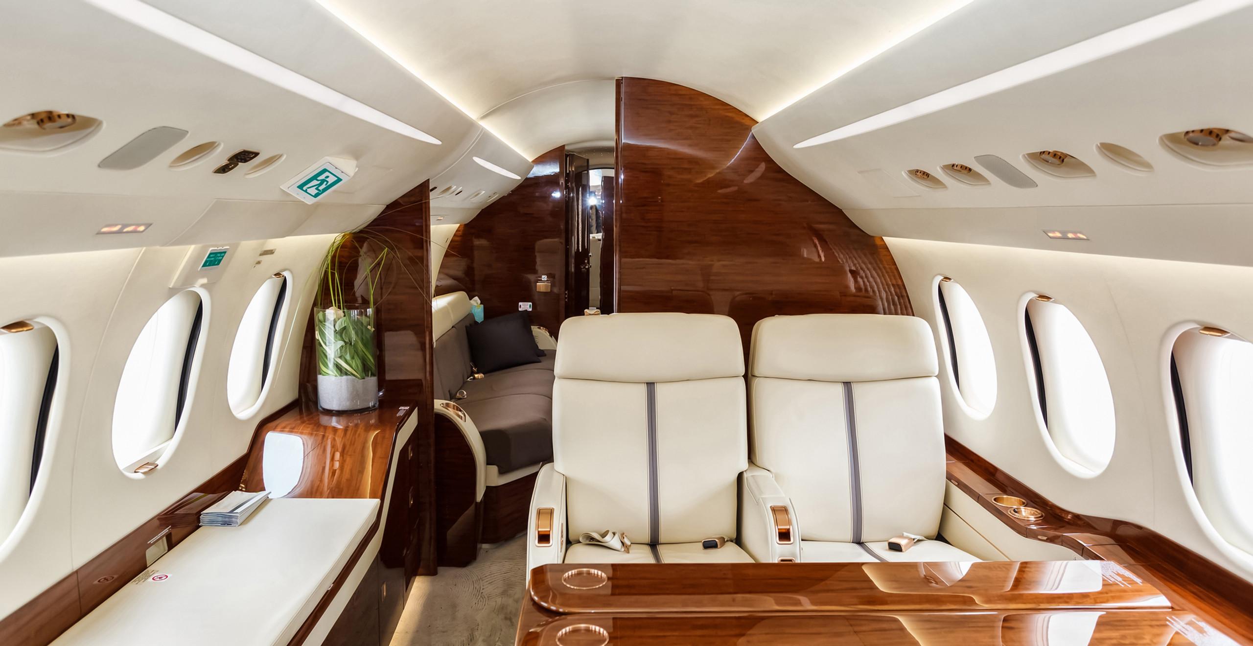 Heavy Jet - Interior