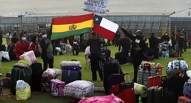 Bolivianos en frontera Chile-Bolivia.jpg