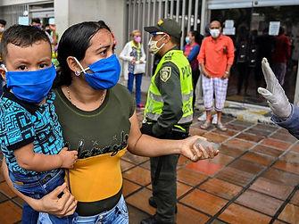 Solicitante de asilo venezolana esperand