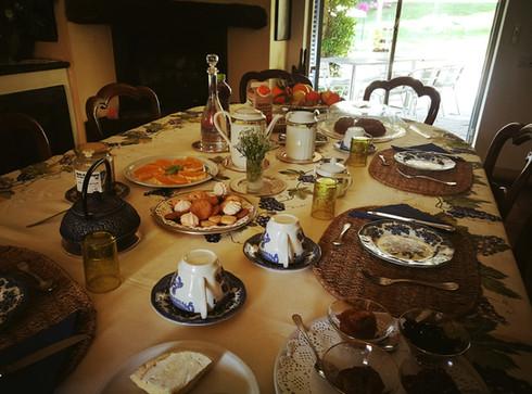 colazione tavolo.jpg