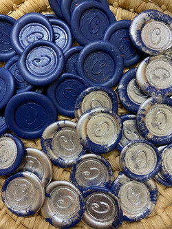 Sigilli blu con polvere argento