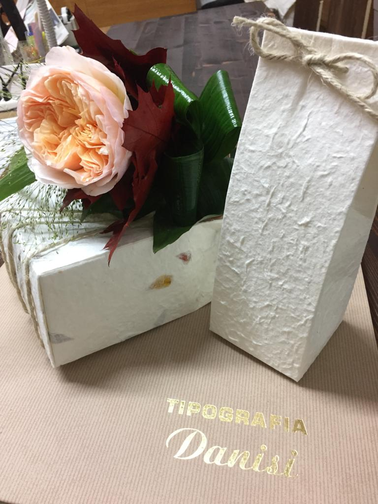 Scatoline con decoro floreale