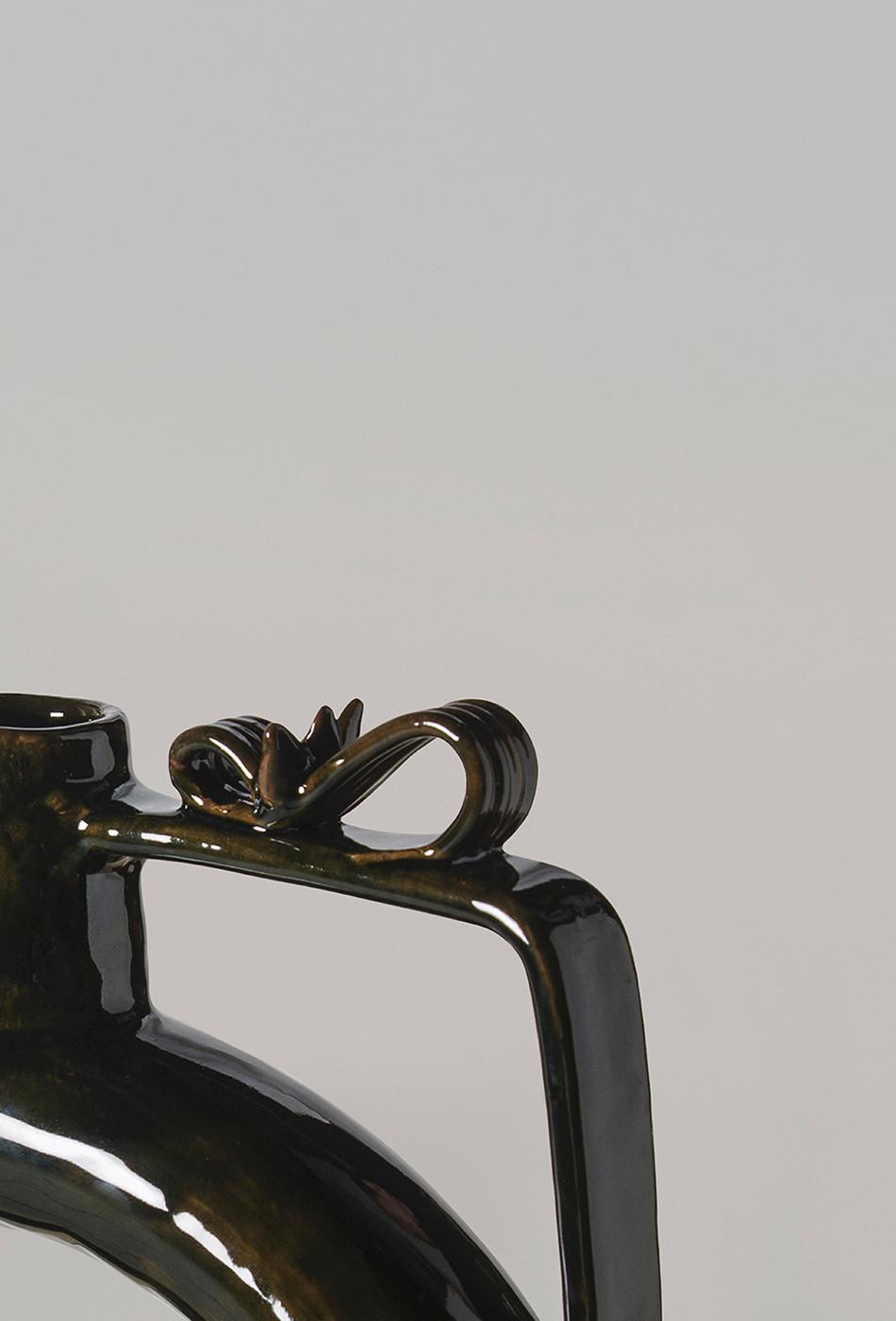 Siri-Vase-by-Pretziada-Studio,-made-by-W