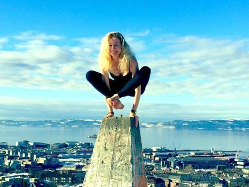 Møt Monika på Yoga Nybegynner