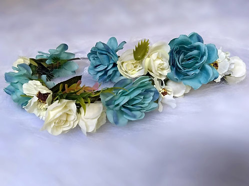 BLUE AND IVORY TONES MOTHER AND DAUGHTER CROWN