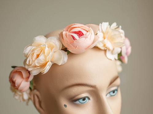 CROWN IVORY AND PEACH SPARTE