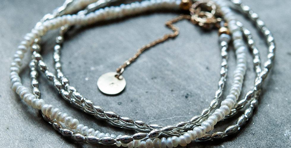 フランスヴィンテージの小粒でスマートなシルバースフレガラスと淡水パールのネックレス(TJ10947)
