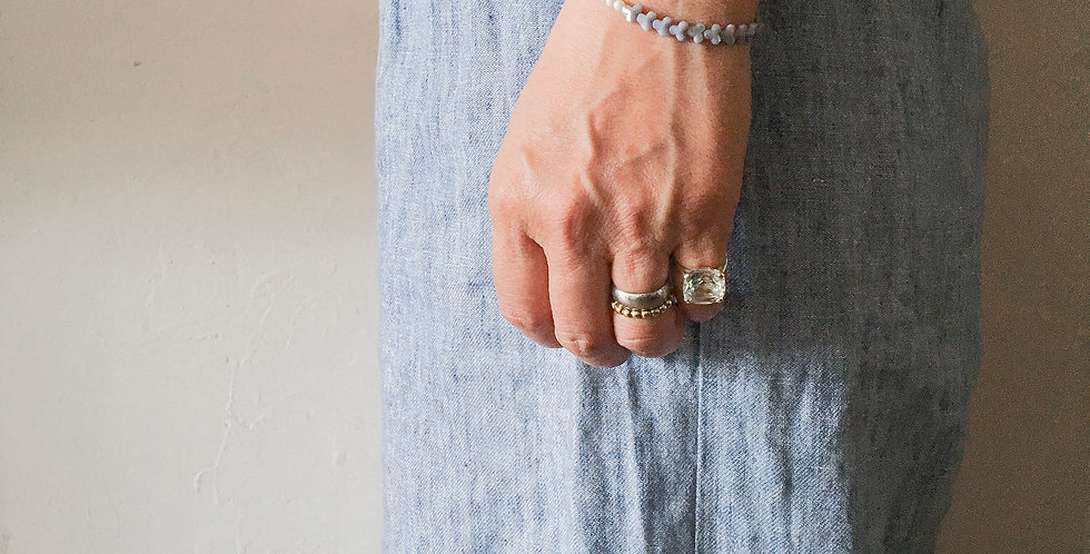 紫陽花ブレス:パープル | フランス製ヴィンテージガラスビーズとホワイトスフレのブレスレット(TJ10979)