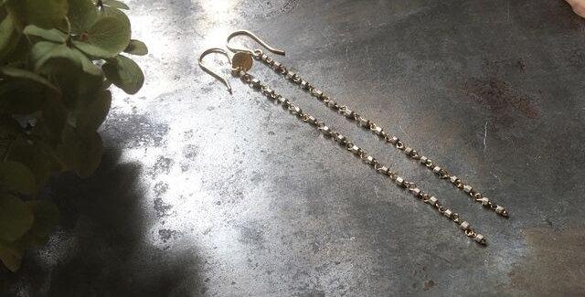 イギリスヴィンテージ ガラスビーズのロングピアス(TJ11005)