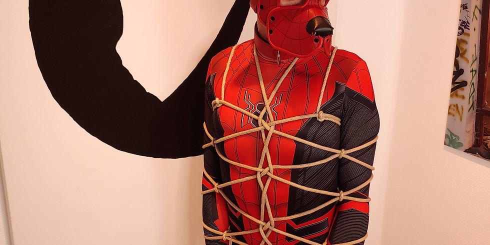 Bondage online - Dekorative Fullbody Harness mit Flechtknoten