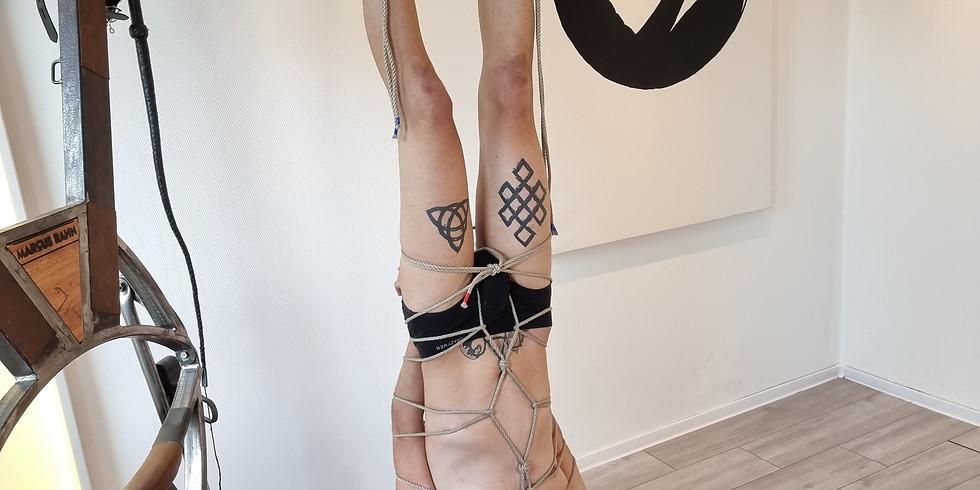 Hänge Bondage - mit Fullbody Harness und Anti-Gravity-Boots