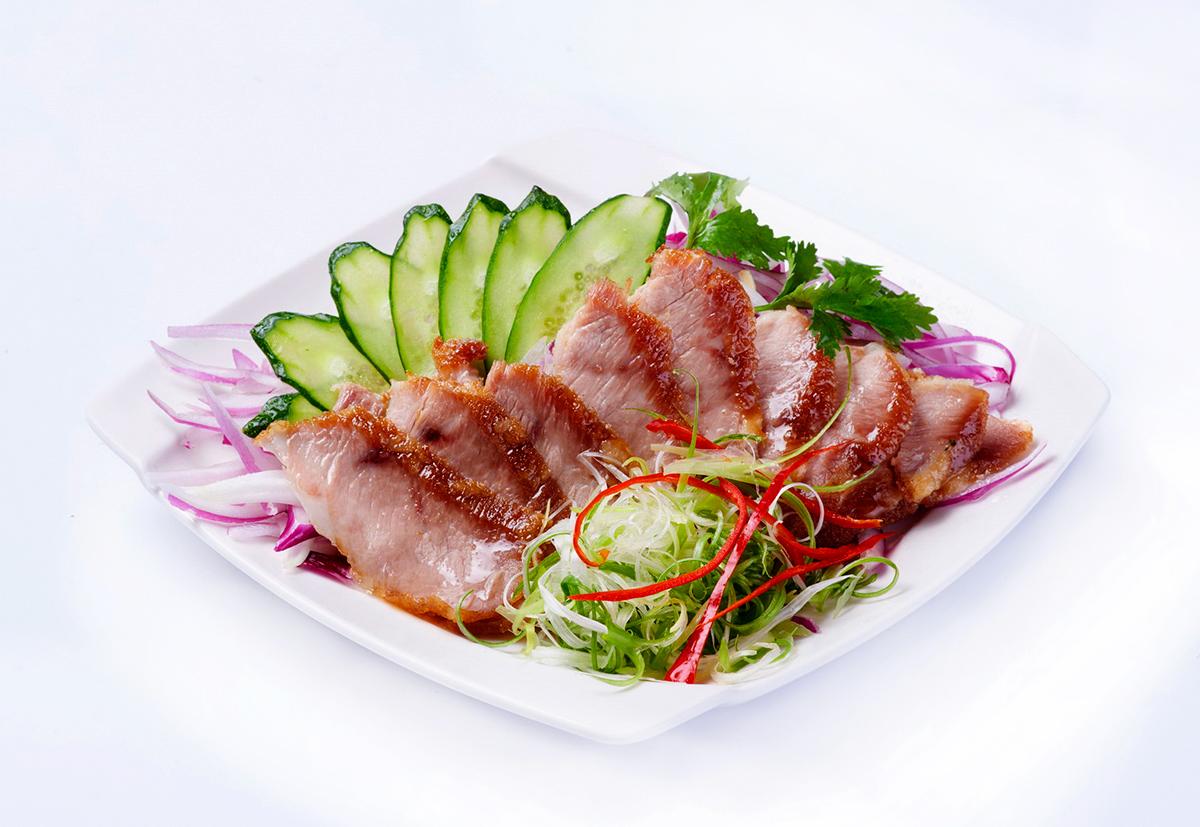椒麻松板豬-用黑毛豬的松板肉,經過八種材料醃製酥炸
