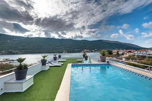 swimming_pool_holidays_roko-min.jpg