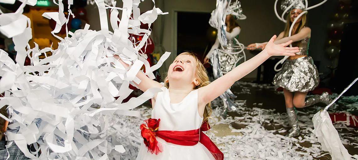 бумажное шоу С белоснежной бумагой