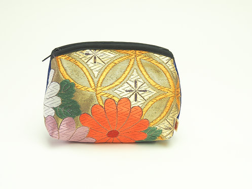 Arched pouch 010071