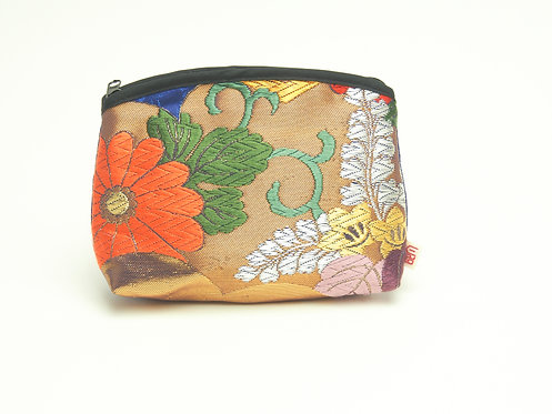 Arched pouch 010091