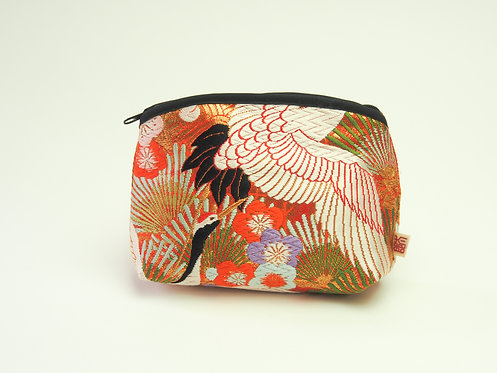 Arched pouch 010060